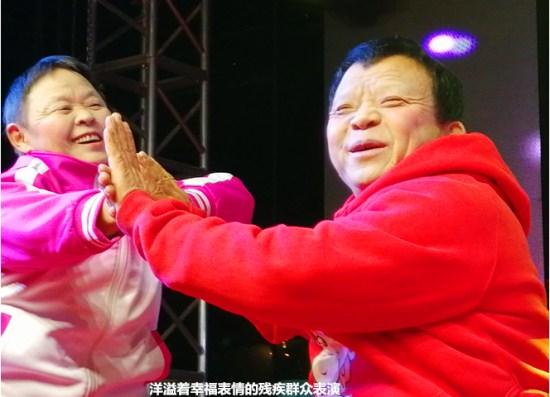 成都双流区双华社区春晚隆重举行 大牌明星与群众同台献艺